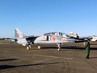 飛行教導隊 T-2
